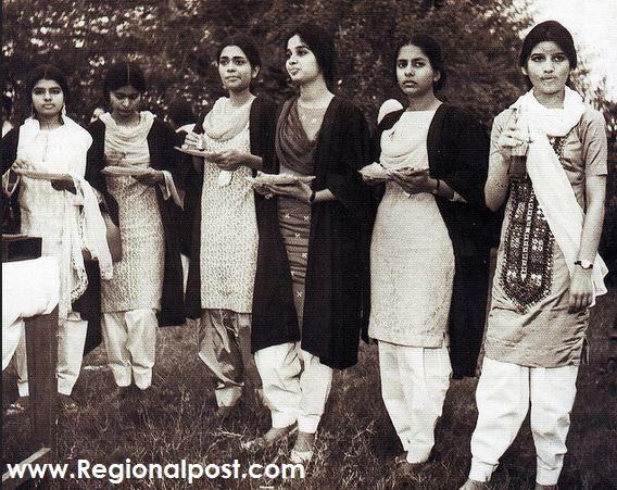 Neelo with her friends in Karachi University in 1960's